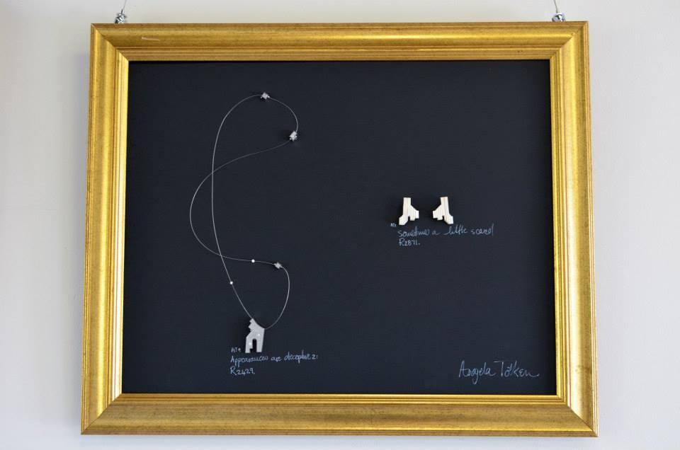 Ausstellungsdetail - AnGelas Schmuckstücke. Liz Loubser Gallerie, August 2014. Foto: Liz Loubser Gallerie